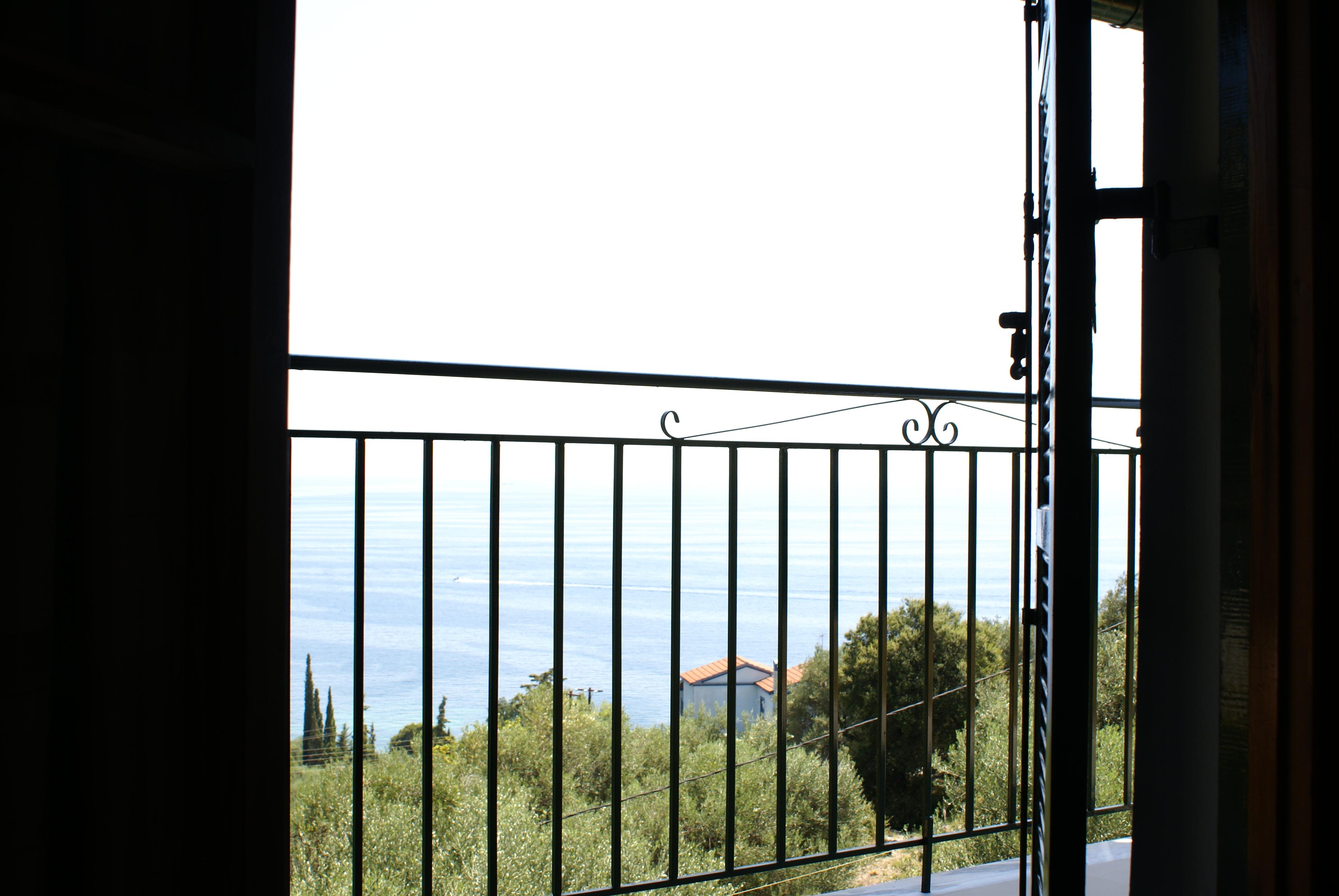 Ausblick - Balkon - Korfu Ferienhaus Villa Adonis mit Pool, Nissaki, KorfuCorfu.de