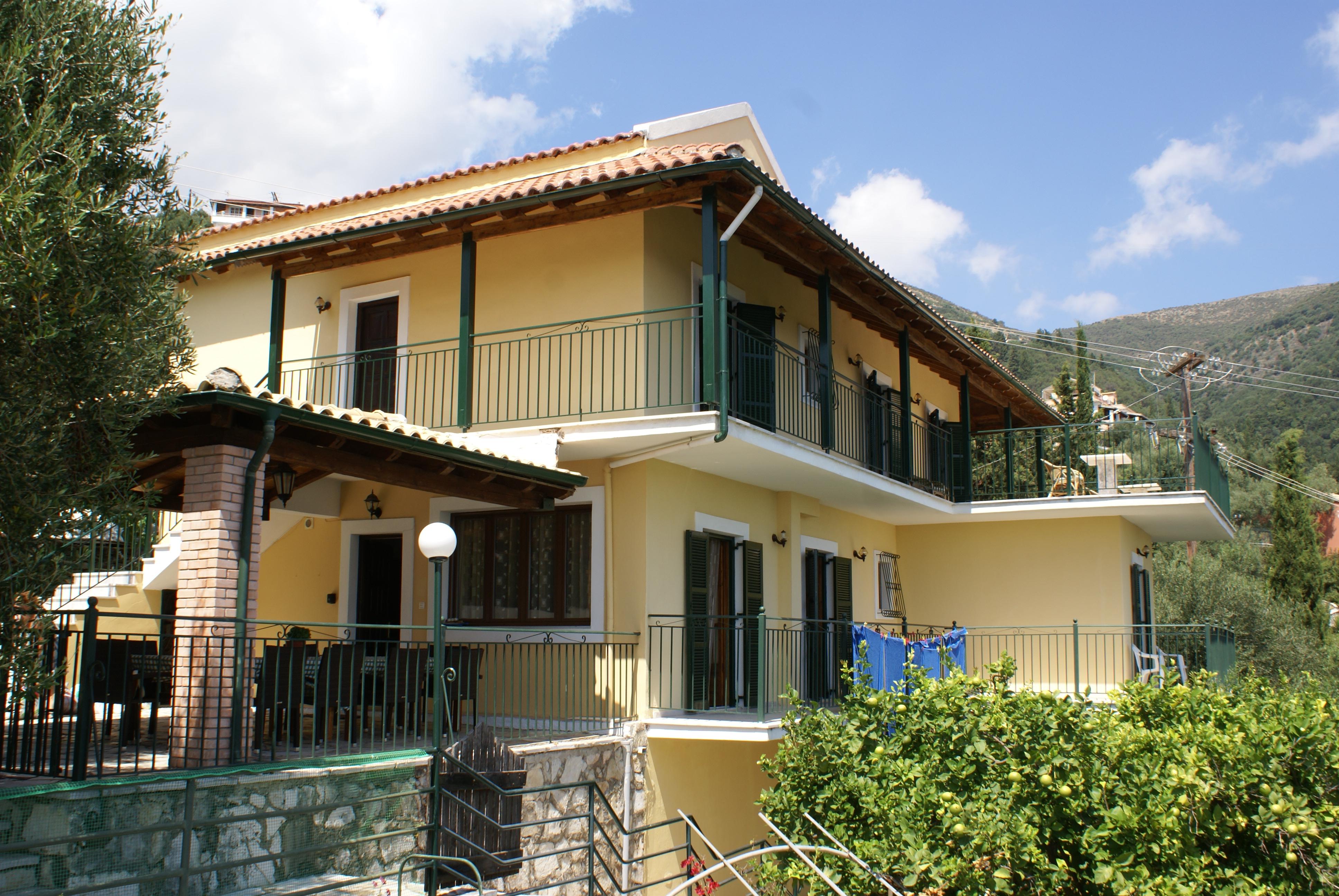 Aussenansicht - Balkon - Korfu Ferienhaus Villa Adonis mit Pool, Nissaki, KorfuCorfu.de