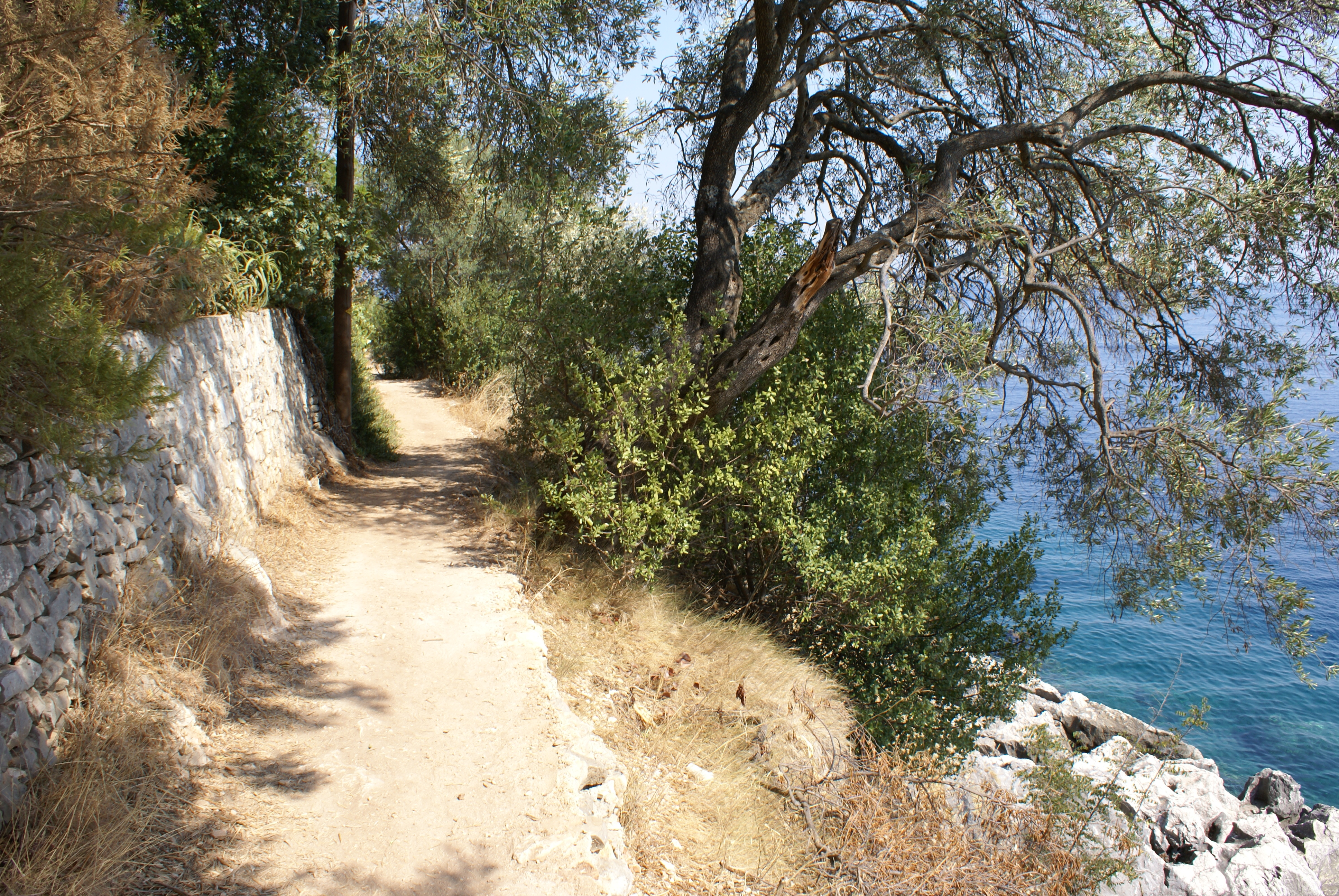 Strandweg von Nissaki - Balkon - Korfu Ferienhaus Villa Adonis mit Pool, Nissaki, KorfuCorfu.de