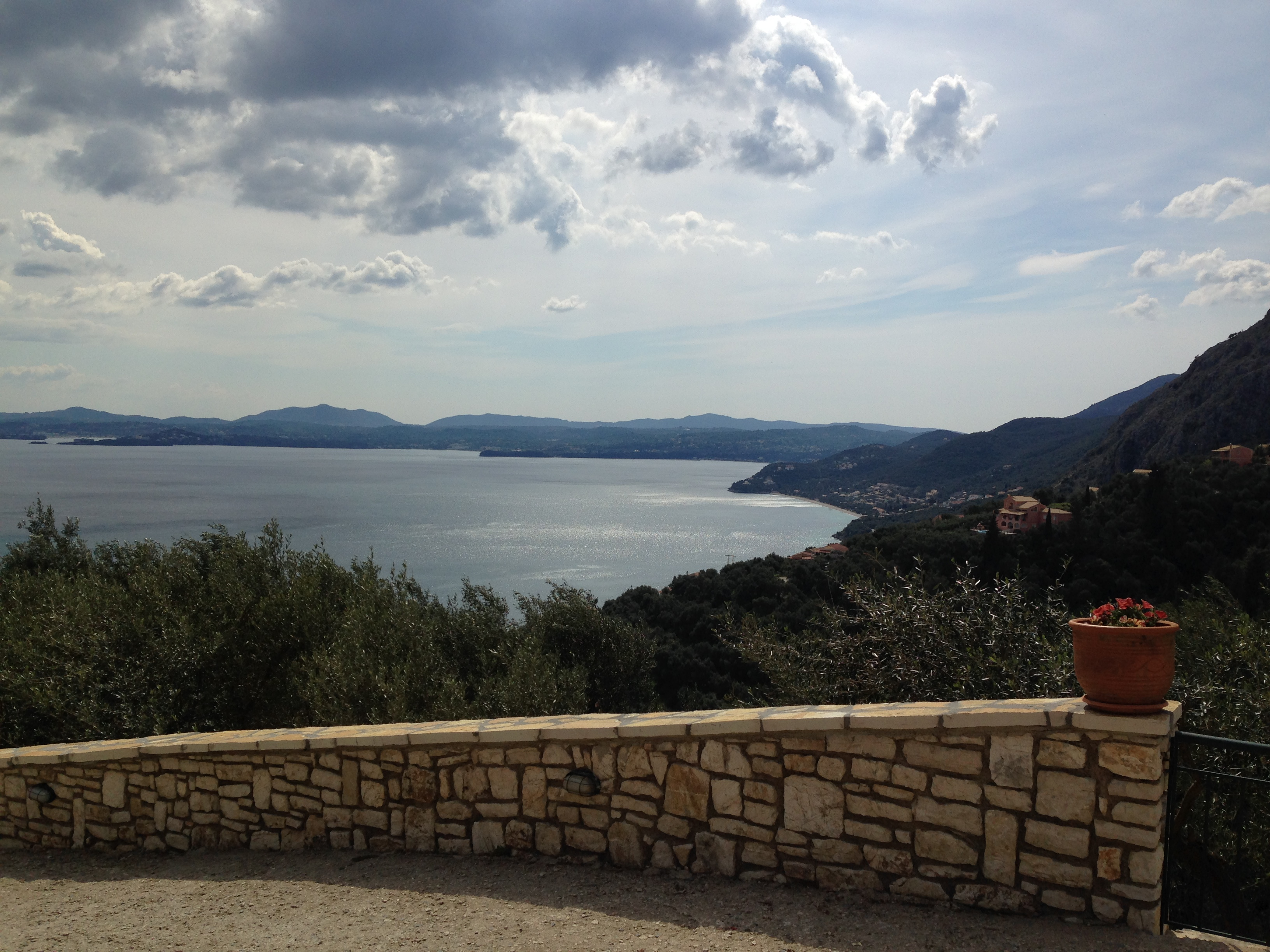 """Blick auf das Meer - Korfu Ferienhäuser mit Pool """"Villen Zeta und Marianthi""""  in Nissaki, Ostküste, KorfuCorfu.de"""