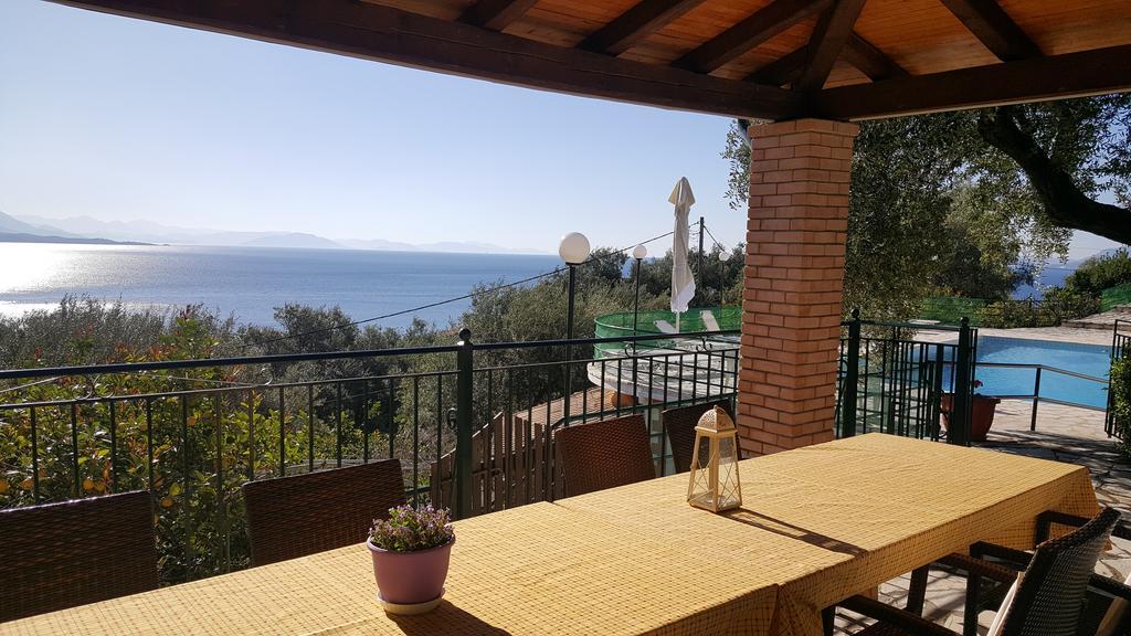 Veranda - Korfu Ferienhaus Villa Adonis mit Pool, Nissaki, KorfuCorfu.de
