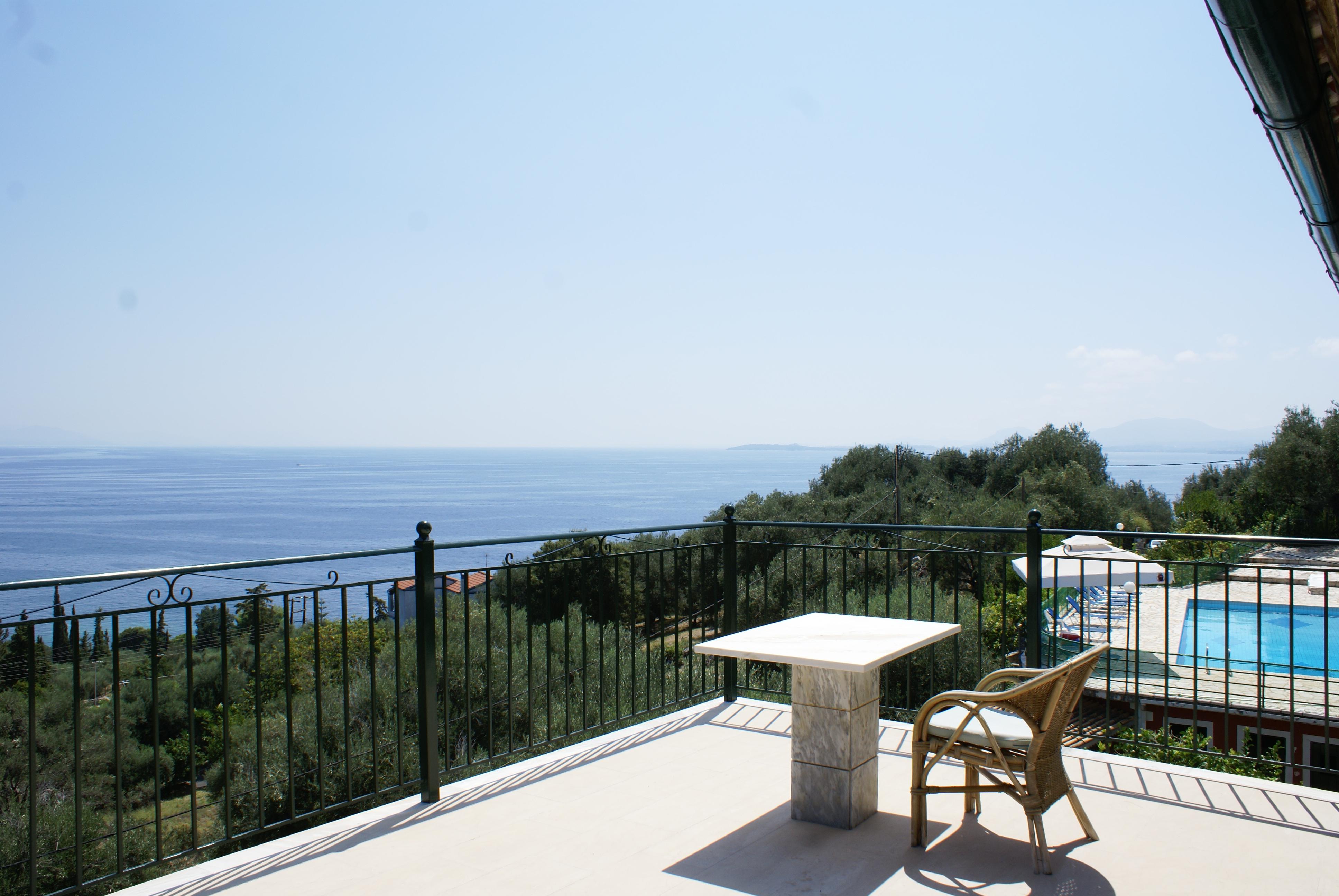 Blick - Balkon - Korfu Ferienhaus Villa Adonis mit Pool, Nissaki, KorfuCorfu.de