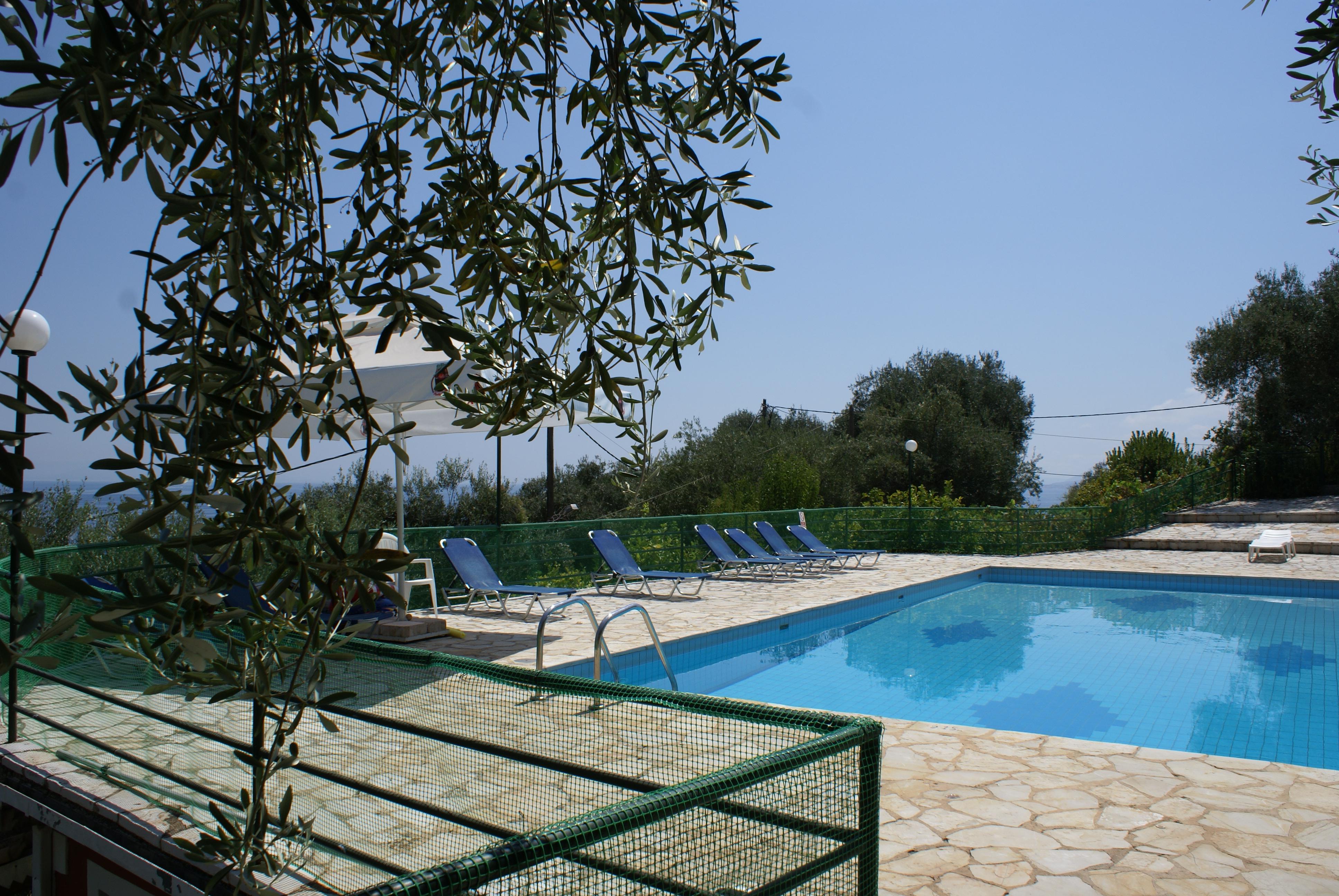 Pool - Balkon - Korfu Ferienhaus Villa Adonis mit Pool, Nissaki, KorfuCorfu.de