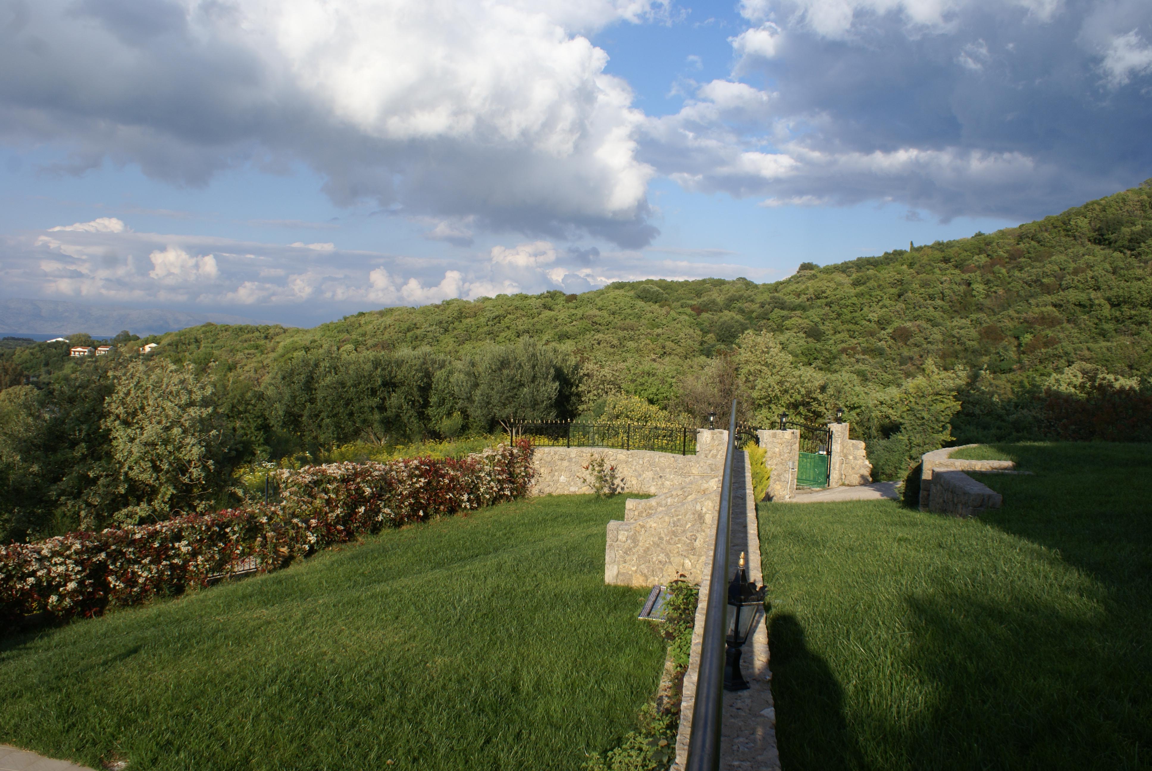 Garten 1 - Korfu Villa Mare e Monti, Almiros, KorfuCorfu.de