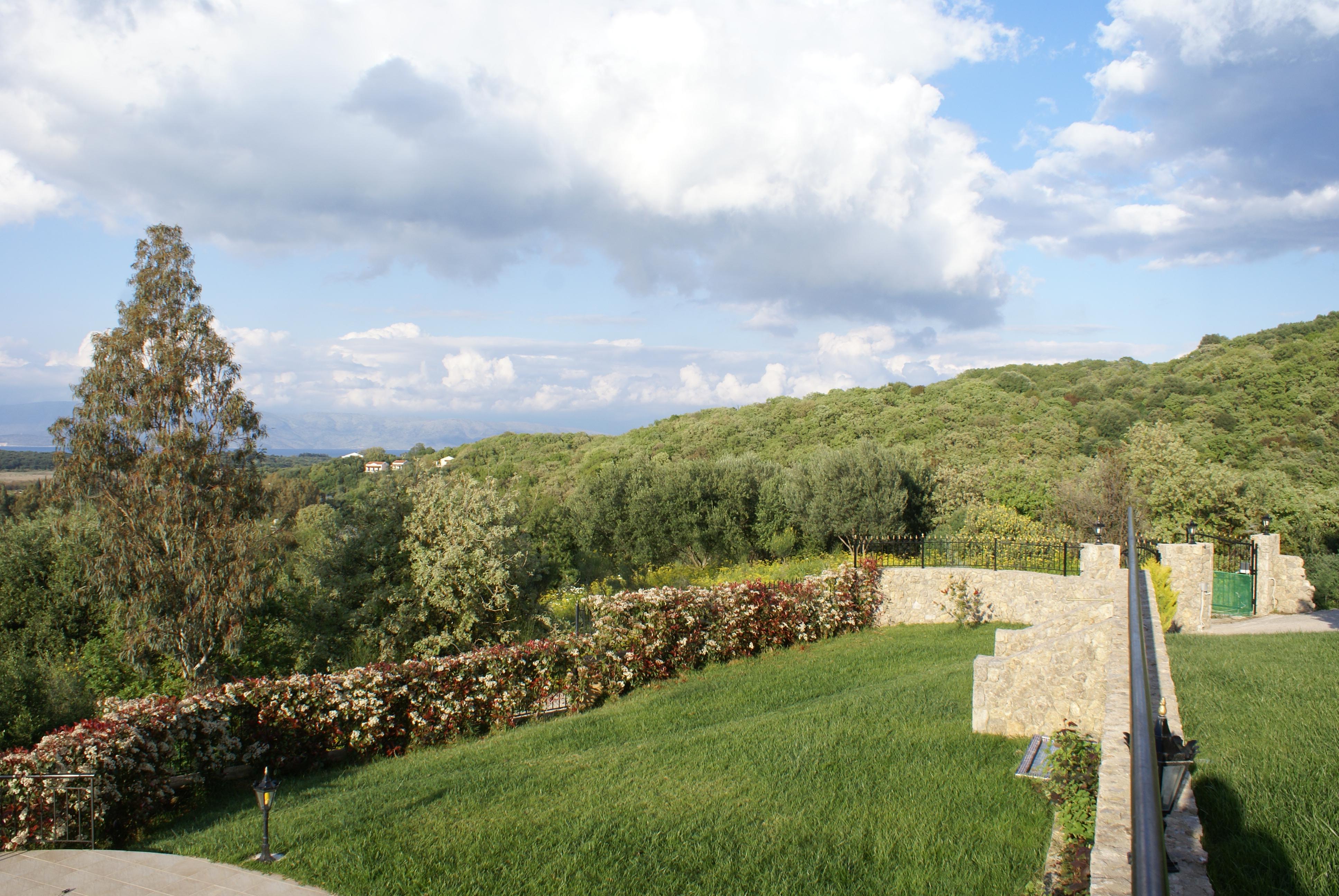 Garten 2 - Korfu Villa Mare e Monti, Almiros, KorfuCorfu.de