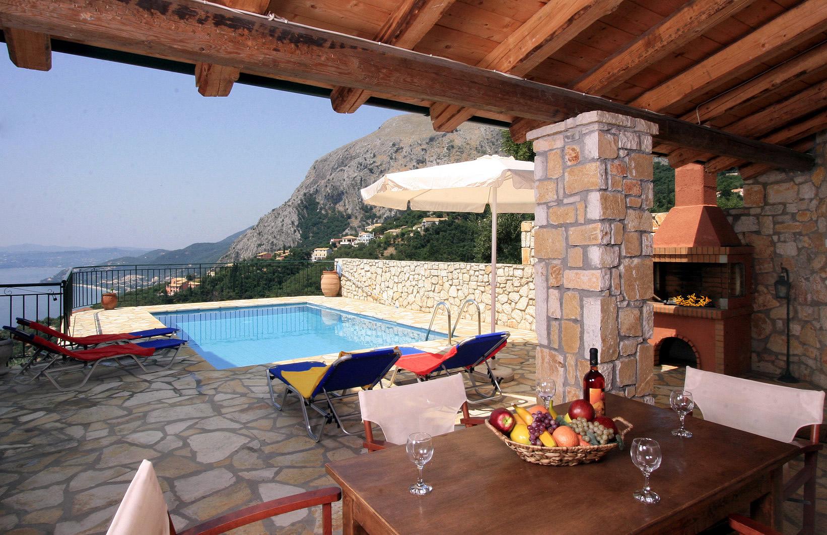 """Blick auf die Berge - Korfu Ferienhäuser mit Pool """"Villen Zeta und Marianthi""""  in Nissaki, Ostküste, KorfuCorfu.de"""