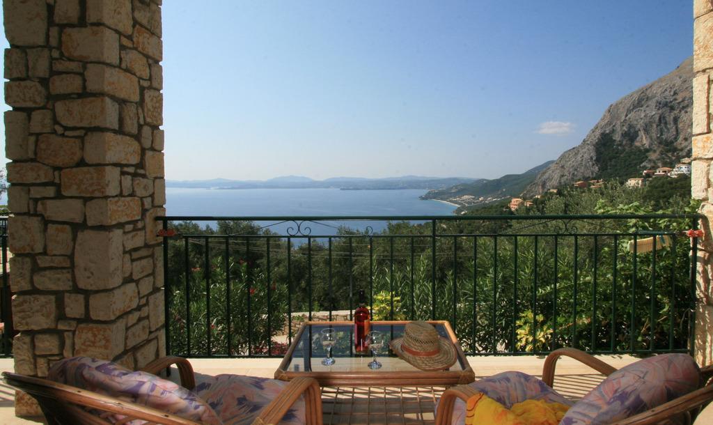 """Meerblick vom Balkon - Korfu Ferienhäuser mit Pool """"Villen Zeta und Marianthi""""  in Nissaki, Ostküste, KorfuCorfu.de"""