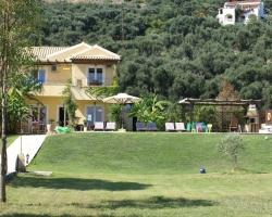 Blick in den Garten - Korfu Strandvilla Villa Meer, Kalamaki, KorfuCorfu