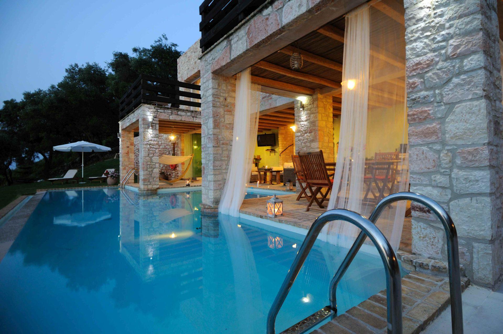 Pool Abendstimmung - Korfu Villa Steilküste, Agios Spiridon, Korfu, Griechenland